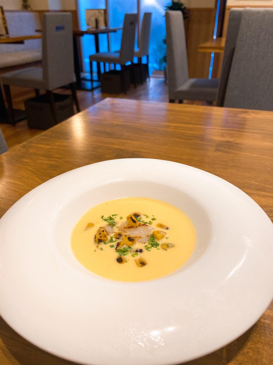 トウモロコシの冷製ポタージュ〜帆立貝のグリル添え